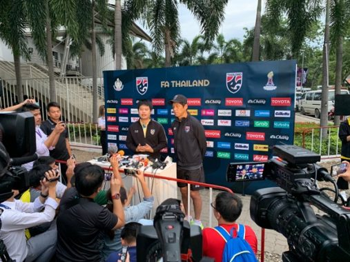 HLV Thái Lan từ chối nhắc tới Việt Nam khi trả lời truyền thông Thái Lan