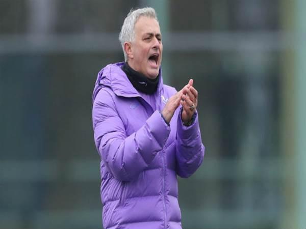 Mourinho ra mắt Tottenham, hụt hẫng vì MU